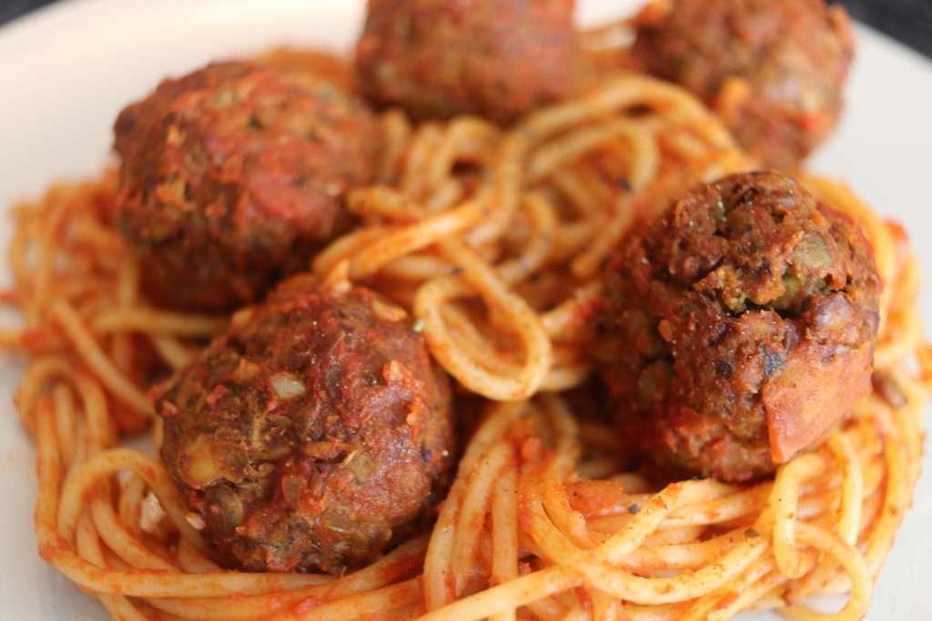 Spaghetti con Albóndigas Veganas